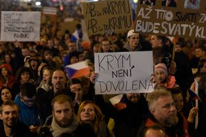 """После """"крымского скандала"""" в Праге тысячи людей требовали отставки премьера"""