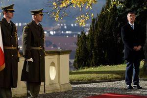 """Несмотря на """"крымский скандал"""", премьер Чехии в отставку не уйдет"""