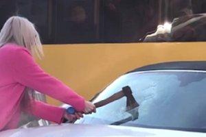 Блондинка разбила Porsche в Киеве: выяснились новые подробности инцидента
