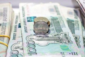 Российский рубль дешевеет из-за санкций и нефти