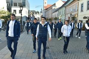 Общение и селфи с болельщиками: как футболисты сборной Украины проводят время в Словакии