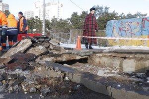 В Киеве частично провалился мост на Дарнице