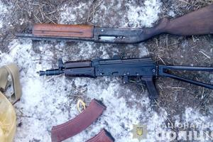 В Черниговской области обнаружили внушительный арсенал: автомат, винтовку и сотни патронов