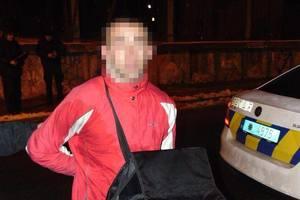 В Киеве разбойник с ножом напал на прохожего