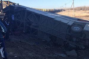 Столкновение поезда и автобуса в России: число жертв возросло