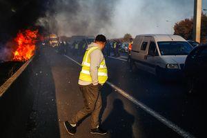 Протесты во Франции из-за повышения цен на бензин: погиб человек, много пострадавших