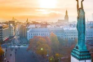 Порошенко поздравил Латвию со знаменательной датой