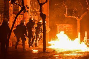 Протесты во Франции из-за повышения цен на бензин: пострадали более 400 человек