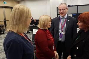 Геращенко хочет видеть в миротворческой миссии на Донбассе много женщин