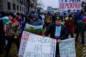 В Болгарии сотни людей требуют отставки правительства
