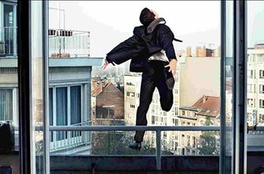 В России выпал с балкона высокопоставленный политик: следователи озвучили версию