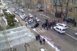 Одну из улиц на Шулявке перекрыли: жители требуют дать отопление