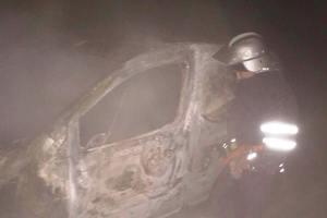 В Днепропетровской области на трассе сгорела легковушка