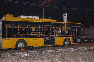 Троллейбус в Киеве раздавил слесаря: новые детали трагедии