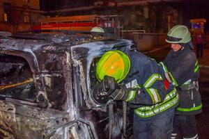 В Днепре ночью сгорела легковушка Mercedes