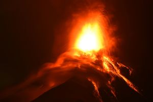 Извержение вулкана в Гватемале: эвакуируют тысячи людей