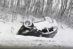Черновицкую область засыпало снегом: машины слетают с трасс