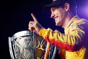 Джоуи Логано выиграл чемпионат серии NASCAR