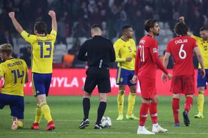Судья пообещал форварду сборной Швеции назначить пенальти в матче с Турцией