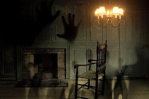 Призрак задел дверной звонок и попал на видео