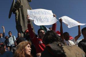 """Мексиканцы требуют выгнать """"караван мигрантов"""" прочь из страны"""