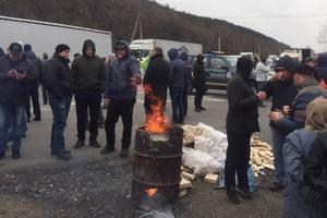 На Закарпатье перекрыли трассу  Киев - Чоп: протестующие требуют снизить цены на горючее