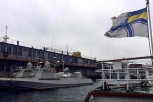 """В Одессе испробуют новых """"Кентавров"""": несмотря на шторм, в город пришли военные катера"""