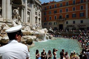 Российским десантникам на заметку: в Риме ввели драконовские штрафы за купание в фонтанах