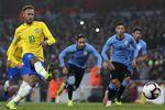 Неймар и его партнеры по сборной Бразилии сегодня должны обыграть Камерун. Фото AFP