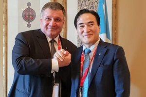 Аваков с новым главой Интерпола. Фото: twitter.com/avakovarsen