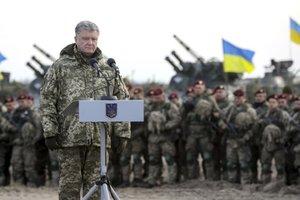 Порошенко пообещал десантникам новое вооружение, в том числе Javelin