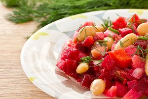 Как приготовить постный салат из фасоли: три простых рецепта