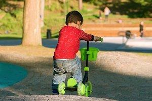В Венеции оштрафовали пятилетнего мальчика, который катался на самокате