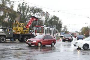 У Запоріжжі трамвай протаранив маршрутку: опубліковано відео