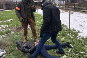 Поліцейський намагався втекти з хабарем у 100 тисяч
