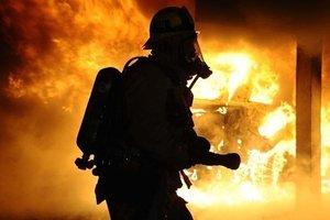 В Днепропетровской области произошел пожар в многоэтажке: спасатели вытащили из огня пожилого мужчину