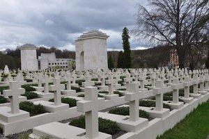 Во Львове на кладбище задержали польских провокаторов
