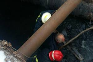 Под Киевом мужчина упал с моста в реку