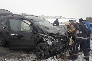 В Черкасской области столкнулись две легковушки: есть жертвы и пострадавшие