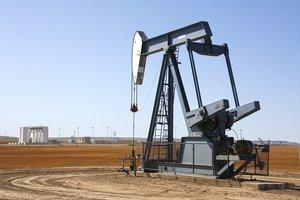 Цены на нефть рухнули до минимума за год