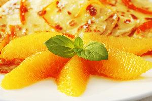 Креп Сюзетт: рецепт блинчиков с карамельно-апельсиновым соусом от Лизы Глинской