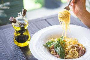 Лучшие рецепты: паста с курицей и медом от Алексея Суханова