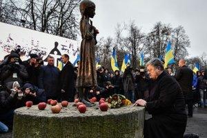 Голодоморы в Украине совершили изверги: Порошенко обратился к украинцам