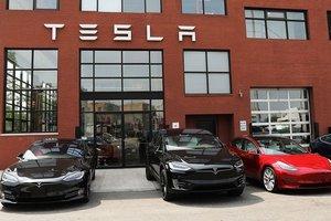 В Киеве прямо из салона угнали премиальный электромобиль Tesla Model X