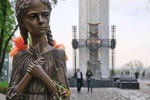 Виновником трагедии является Кремль: лидеры Украины почтили память жертв голодоморов