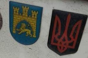 В Польше возбудили дело против украинца из-за наклейки с трезубцем