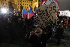 Чехия - не Россия: в Праге выступили против скандального премьера: появились яркие фото
