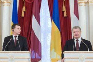 Лидер Латвии анонсировал визит на Донбасс