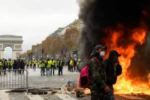 """""""Желтые жилетки"""" в Париже пытались прорваться к правительству: появились новые фото"""