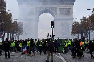 """Протесты """"желтых жилетов"""" в Париже: пострадали 30 человек"""
